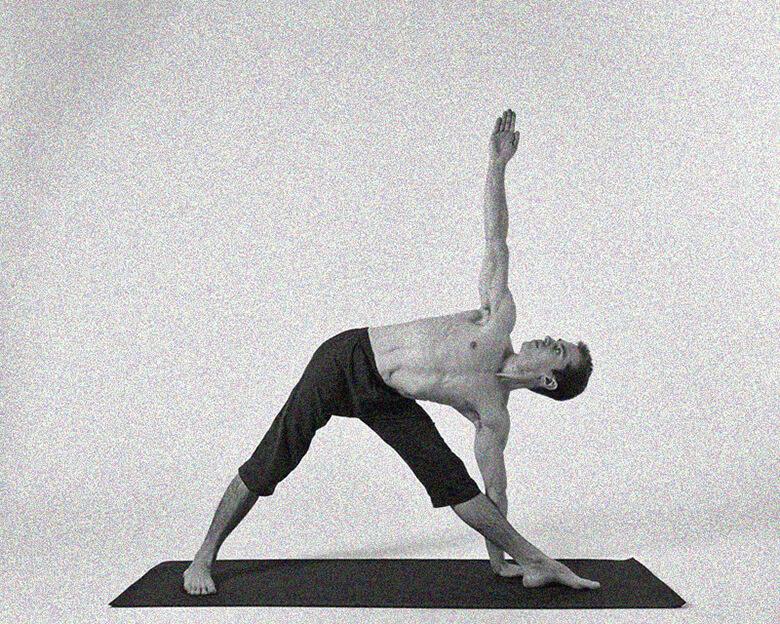 Поза вытянутого треугольника йога