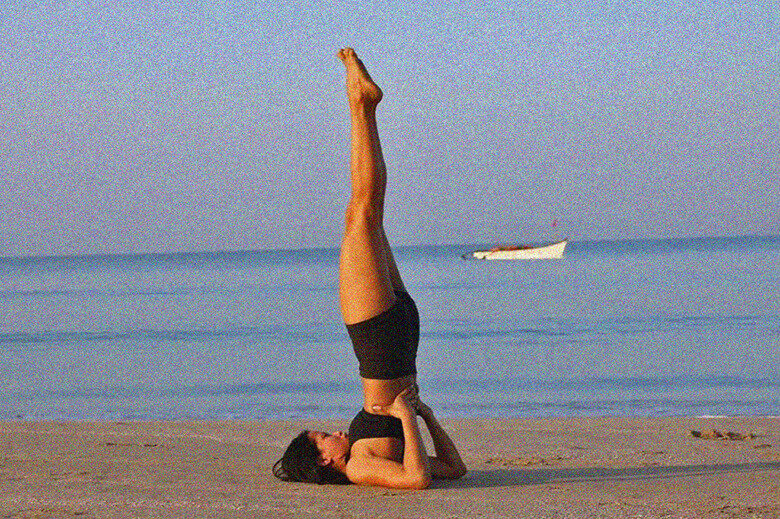 Хатха йога поза стойки на плечах