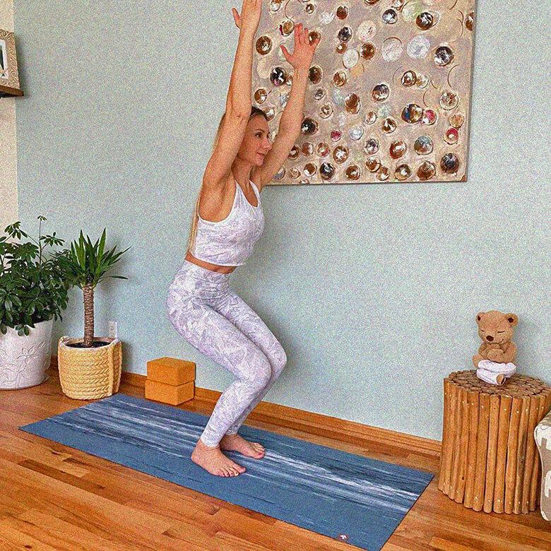 поза стула в йоге фото