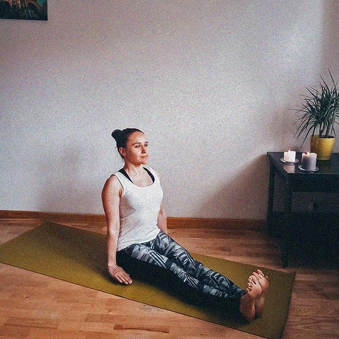 поза посоха в йоге фото